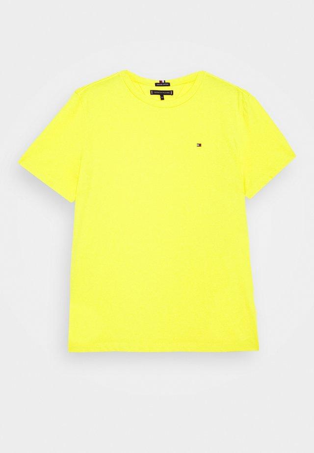 ESSENTIAL - Jednoduché triko - yellow