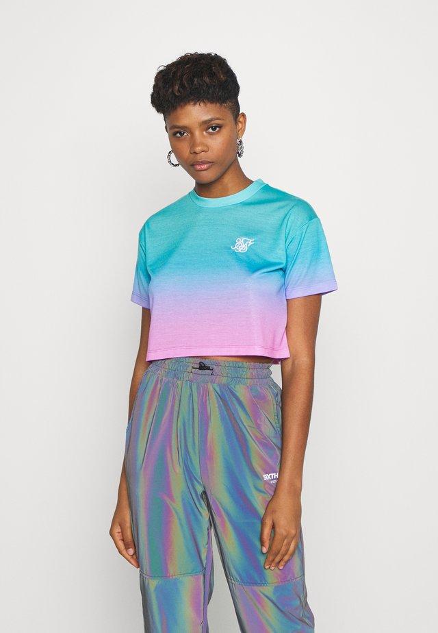 FADE CROP TEE - Printtipaita - turquoise/pink