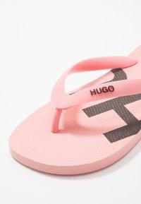 HUGO - ONFIRE - Badesko - open pink - 5