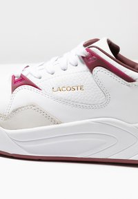 Lacoste - COURT SLAM  - Trainers - white/dark red - 2