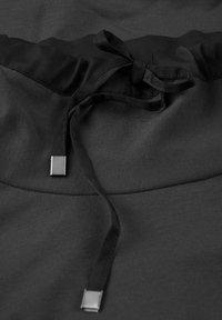 Sandwich - MIT ROLLKRAGEN - Day dress - schwarz - 1