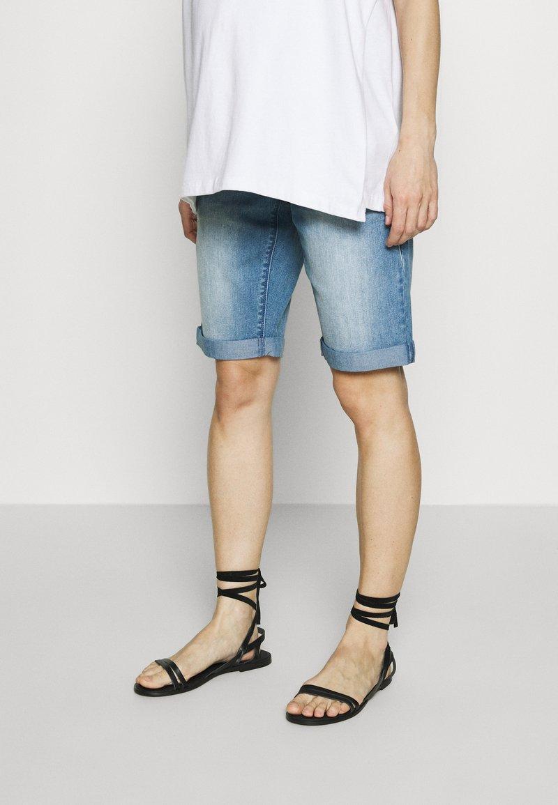 MAMALICIOUS - MLNATAL COMFY - Denim shorts - light blue denim