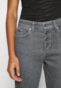 Calvin Klein - HIGH RISE SHANK DETAIL - Slim fit jeans - maceio mid grey - 4