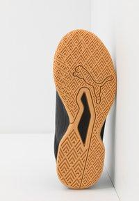 Puma - AURIZ UNISEX - Multicourt tennis shoes - white/black - 4