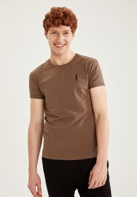 DeFacto Fit - MUSCLE FIT - T-shirt - bas - brown - 0