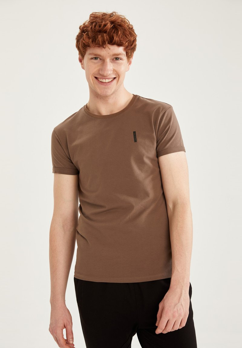 DeFacto Fit - MUSCLE FIT - T-shirt - bas - brown