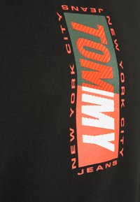 Tommy Jeans - VERTICAL GRAPHIC CREW UNISEX - Sweatshirt - black - 4