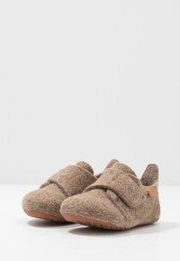 Bisgaard - HOME SHOE - Domácí obuv - camel - 3