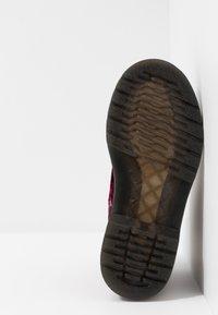 Dr. Martens - 1460 PASCAL VELVET - Šněrovací kotníkové boty - cherry red - 5
