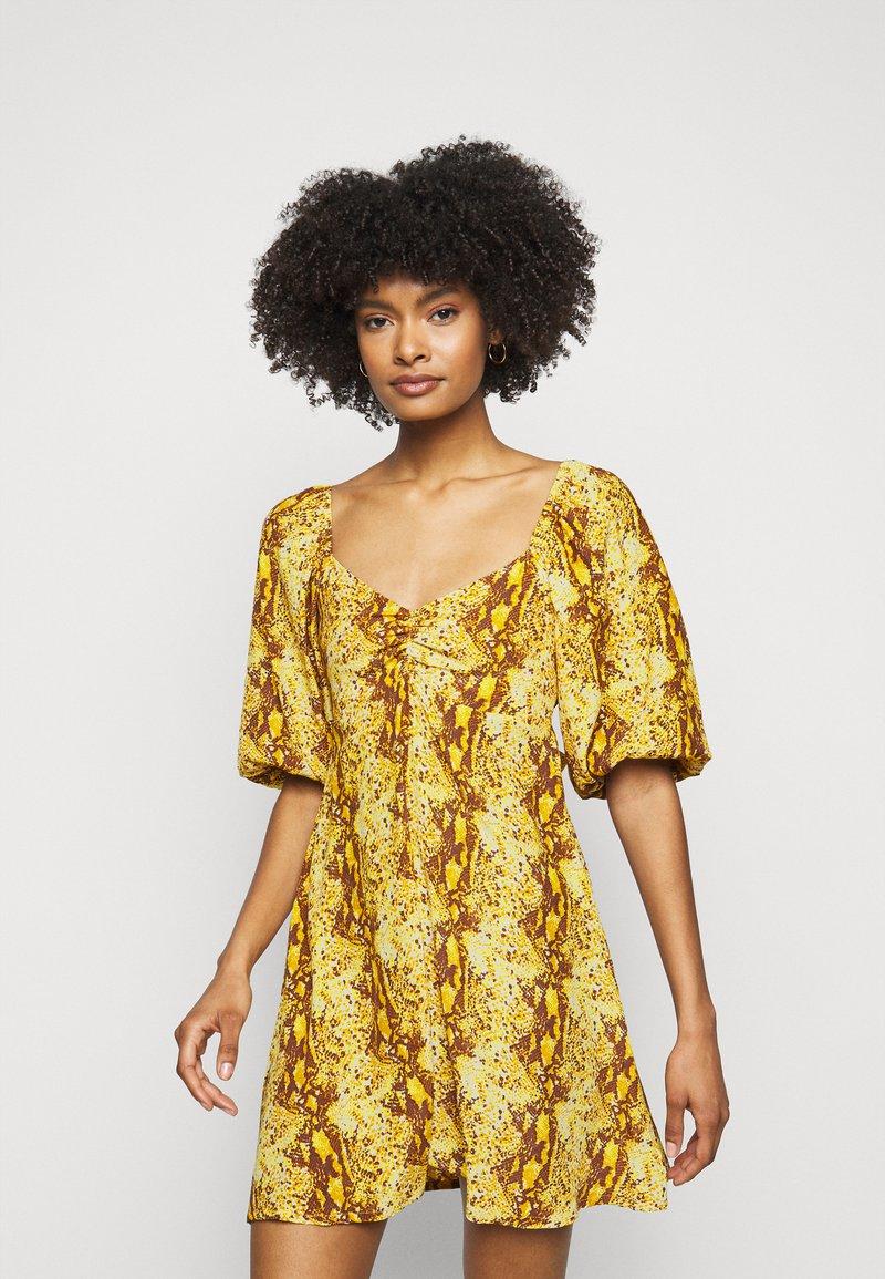 Faithfull the brand - MARTINE MINI DRESS - Denní šaty - dark yellow