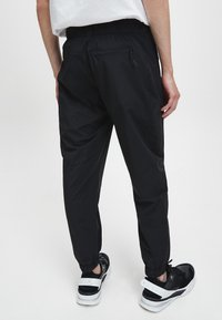 Calvin Klein Jeans - Pantaloni sportivi - ck black - 2