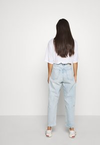 Weekday - MEG HIGH MOM WASHED BACK - Jeans straight leg - morning blue - 2