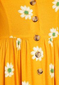 Mavi - BUTTON DRESS - Kjole - yellow spaced - 6