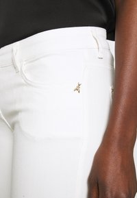 Patrizia Pepe - PANTALONI - Jeans Skinny Fit - bianco - 5