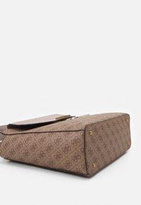 Guess - HANDBAG VALY STATUS CARRYALL - Handbag - latte - 3