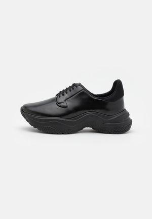 ALDEN TRAINERS - Zapatillas - black