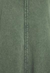 edc by Esprit - DYED ACID WASH - Vestito di maglina - khaki green - 2