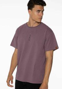 NXG by Protest - PENNAL - Print T-shirt - marron fabric - 3