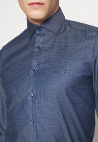 OLYMP Level Five - OLYMP LEVEL 5 BODY FIT  - Formal shirt - marine - 5