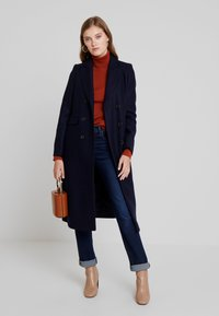 IVY & OAK - CLASSIC DOUBLE BREASTED COAT - Classic coat - navy blue - 1