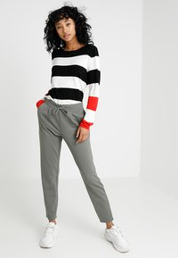 JDY - PRETTY PANT JRS NOOS - Tracksuit bottoms - castor gray - 1