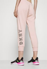 DKNY - TRACK LOGO - Tracksuit bottoms - rosewater - 3