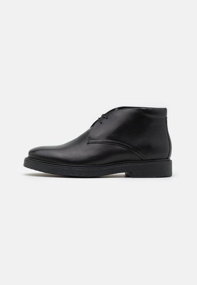 GARY - Sznurowane obuwie sportowe - black