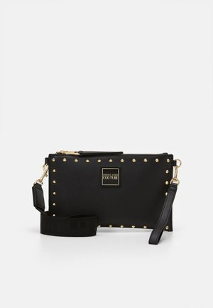 MEDIUM POUCH STUDDED - Kopertówka - nero/oro