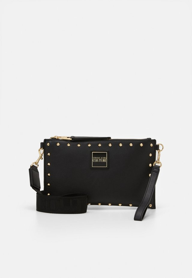 MEDIUM POUCH STUDDED - Pochette - nero/oro