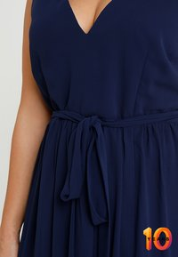 Little Mistress Curvy - ROSE NECK MAXI DRESS - Ballkjole - navy - 6