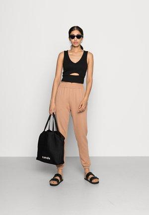 BASIC 2 PACK JOGGERS - Spodnie materiałowe - black/camel