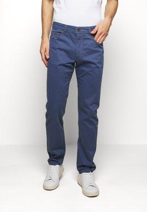 BROKEN TWILL TROUSER - Trousers - blue