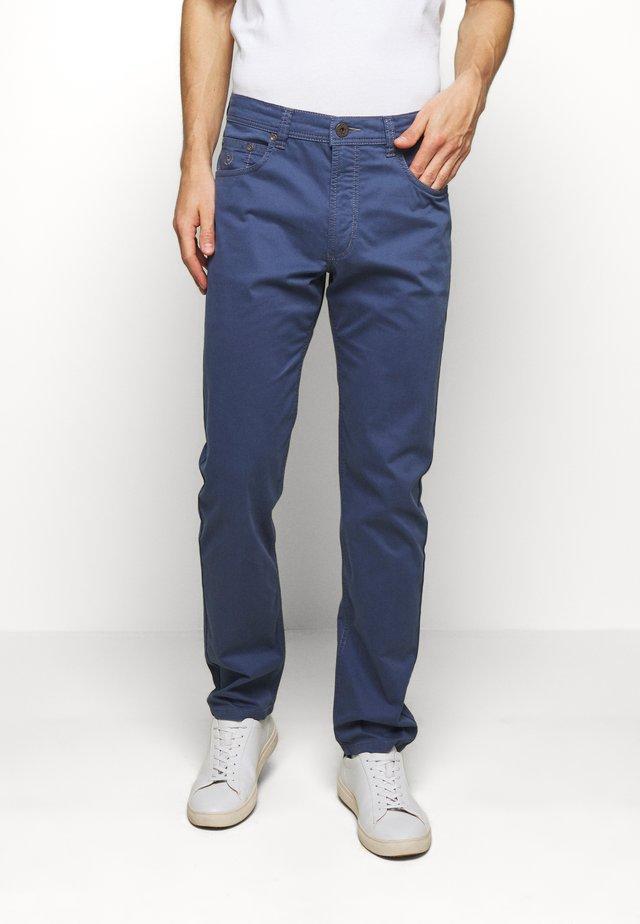BROKEN TWILL TROUSER - Pantalones - blue