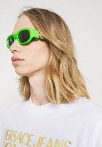 Versace - UNISEX - Sluneční brýle - green fluo - 1