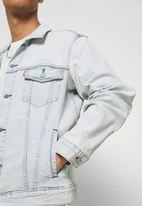 Levi's® - THE TRUCKER JACKET UNISEX - Spijkerjas - spirit trucker - 5