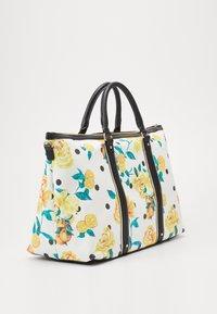 River Island - BLACK FLORAL HOLDALL - Weekend bag - black - 3