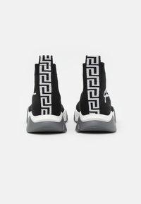 Versace - Vysoké tenisky - black/white - 2