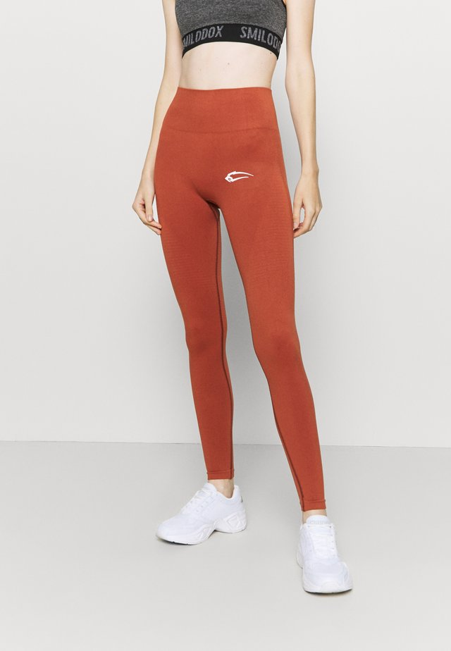 SEAMLESS DAMEN BLOOM - Trikoot - orange