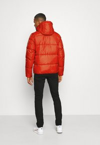 Tommy Jeans - COLORBLOCK PADDED JACKET - Kurtka zimowa - deep crimson - 2