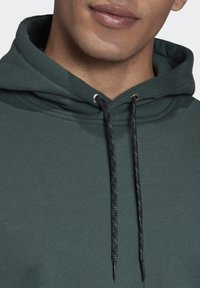 adidas Originals - R.Y.V. HOODIE - Jersey con capucha - green - 5
