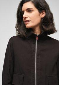 s.Oliver BLACK LABEL - MIT DURCHZUGKORDEL - Summer jacket - true black - 4