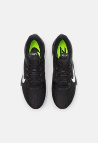 Nike Performance - AIR ZOOM VOMERO 15 - Neutral running shoes - black/white/anthracite/volt - 3