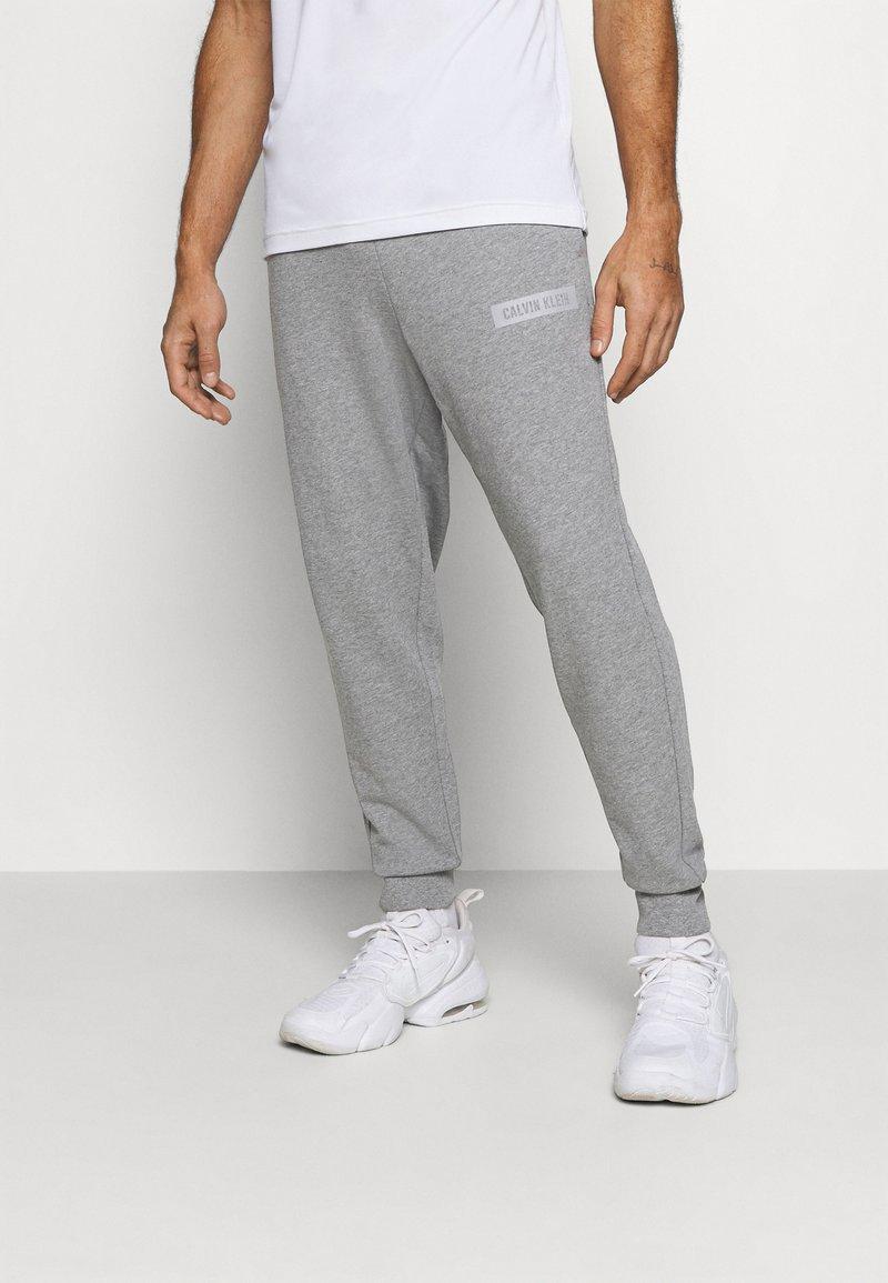 Calvin Klein Performance - Pantalon de survêtement - grey