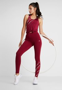 ONLY Play - ONPJENNIFER  - Collants - beet red/white/flame scarlet - 1