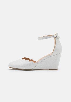 WEDDING - Cuñas - white shimmer