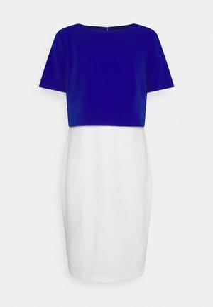 LUXE TECH DRESS - Etui-jurk - cream/rugby royal