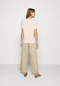 Banana Republic - WIDE LEG PLEATED PANT - Kalhoty - light sand dune