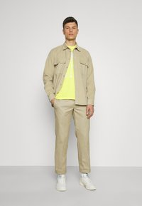 GAP - CORP LOGO  - T-shirts print - bright lemon meringue - 1