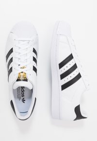 adidas Originals - SUPERSTAR - Sneakersy niskie - footwear white/core black - 5