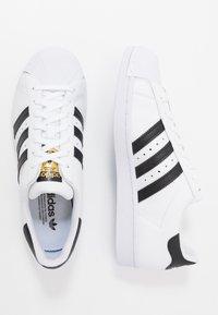 adidas Originals - SUPERSTAR UNISEX - Sneakers basse - footwear white/core black - 5